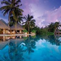Milaidhoo island water pool piscina