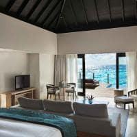 Outrigger konotta maldives resort quarto lagoon pool villa