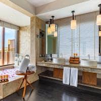 Ozen reserve bolifushi banheiro ocean pool suite with slide
