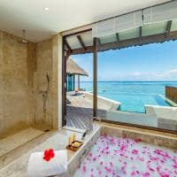 Ozen reserve bolifushi banheiro ocean pool suite