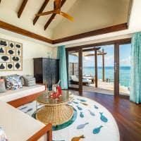 Ozen reserve bolifushi sala estar ocean pool suite