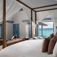 Raffles maldives meradhoo vista quarto overwater villa