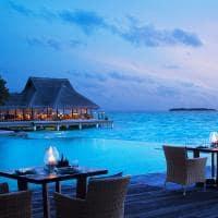 Restaurante ao lado da piscina