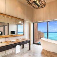 St regis maldives vommuli banheiro overwater villa with pool