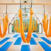 St regis maldives vommuli yoga antigravidade