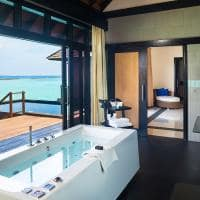 Sun siyam iru fushi maldives banheiro infinity water villa