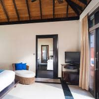 Sun siyam iru fushi maldives quarto infinity water villa