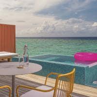 The standard huruvalhi maldives lagoon water villa piscina