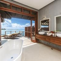 Varu by Atmosphere Water Villa Banheiro