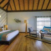 Velassaru maldives water bungalow with pool quarto