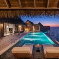 Waldorf astoria maldives overwater villa deck noite