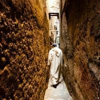 Ruelas na medina de Fez, Marrocos.