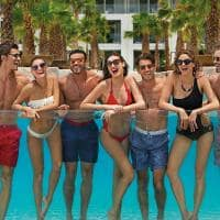 Amigos na piscina no Breathless Cancun