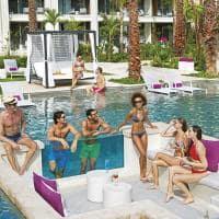 Breathless cancun piscina