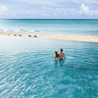 Le blanc spa resort los cabos casal na piscina