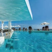 Piscina bar oleo hotels cancun