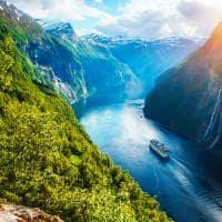 Sunnylvsfjorden, na região de Geiranger, Noruega