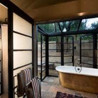 Banheiro no andBeyond Bateleur Camp, Quênia