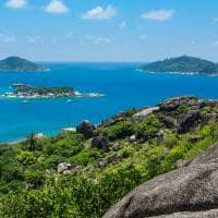 Coco e Sister Islands próximas ao Six Senses Zil Pasyon