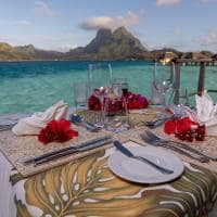 Le bora bora by pearl resorts refeicao na overwater bungalow