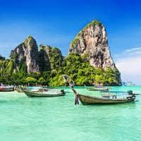 Barcos típicos em Maya Bay - Tailândia