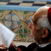 Ancião turco rezando o Alcorão - Tunísia.