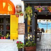 Café pelas ruas da cidade de Bodrum, Turquia.