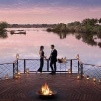 African bush camps thorntree river lodge casal atividade